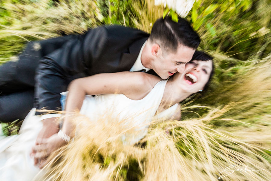 campovida-wedding photo grass