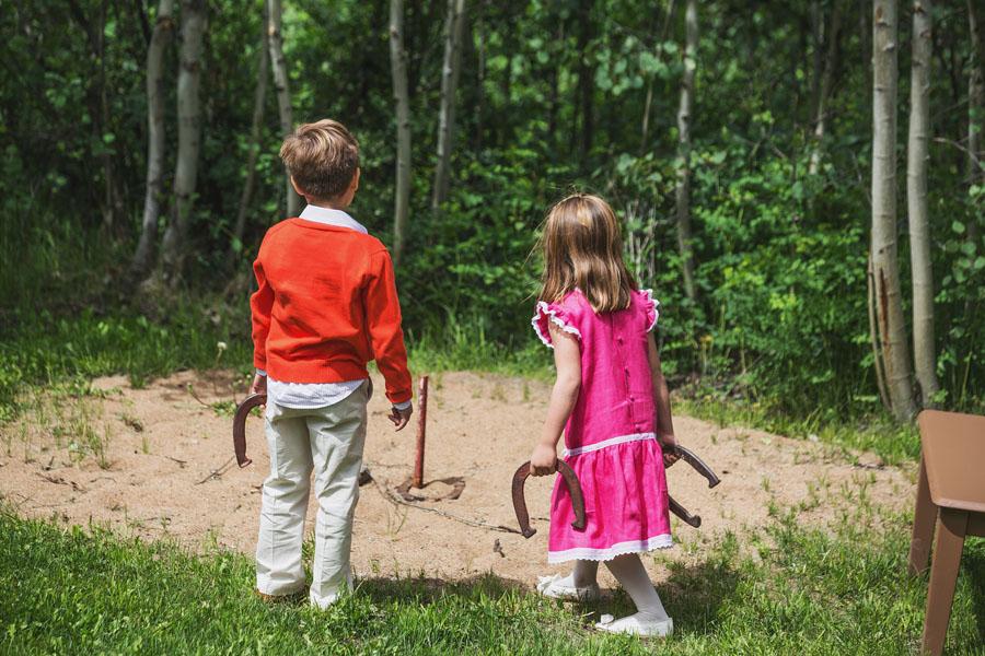 children playing horseshoes at wedding